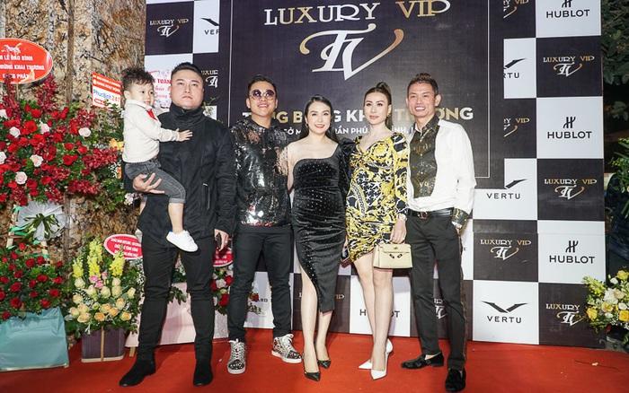 Sao Việt chúc mừng đại gia Tùng Vàng khai trương Luxury VIP - kết quả xổ số gia lai