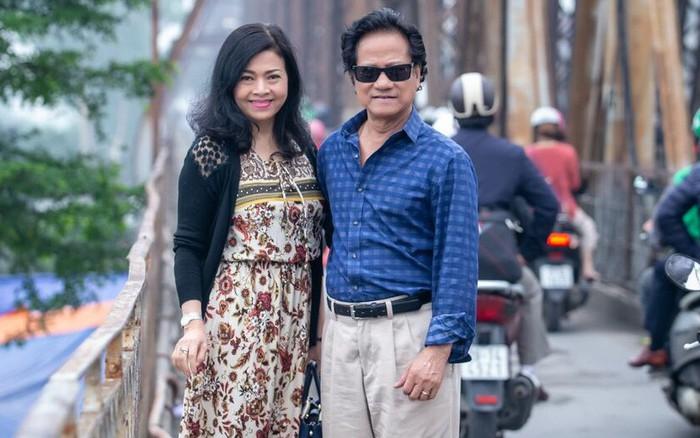 Chế Linh nắm tay vợ tình cảm vợ trên đường phố Hà Nội - kết quả xổ số gia lai