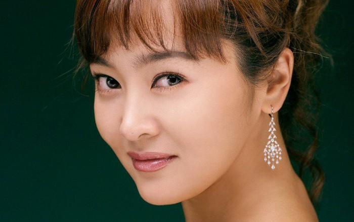 """Xinh đẹp nức tiếng nhưng những mỹ nhân này vẫn bị """"ghét bỏ"""" tại quê hương: Á hậu Hàn Quốc và tình cũ Jo In..."""