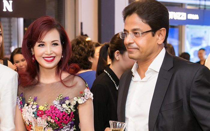 Lần hiếm hoi chồng Ấn Độ, gắn bó suốt 25 năm đi sự kiện cùng Hoa hậu Diệu Hoa