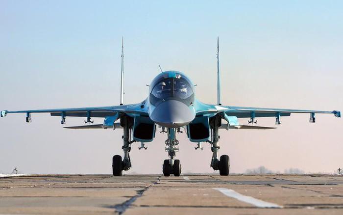 """Cận cảnh thiệt hại của """"Thú mỏ vịt"""" Su-34 sau vụ va chạm trên bầu trời Lipetsk"""