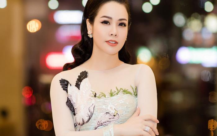 """""""Thị Bình"""" Nhật Kim Anh của """"Tiếng sét trong mưa"""" không cần chồng vẫn giàu nứt vách, mất tiền tỷ vẫn xinh..."""
