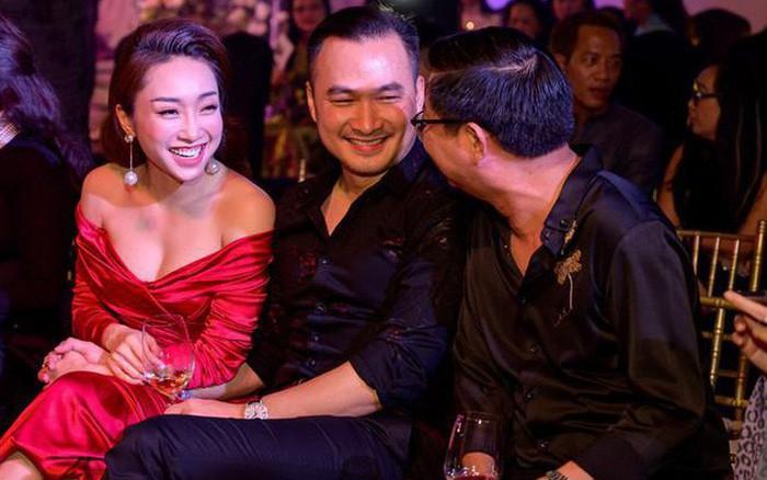 Chi Bảo nắm tay mỹ nhân lạ mặt giữa nghi vấn ly hôn người vợ thứ hai