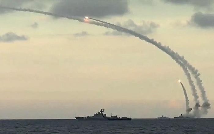 """Lý do NATO phải """"e ngại"""" tên lửa hành trình Kalibr của Nga"""
