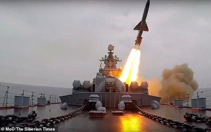 """Nga khiến NATO """"lạnh gáy"""" với cảnh báo về ác mộng tối tăm nhất"""