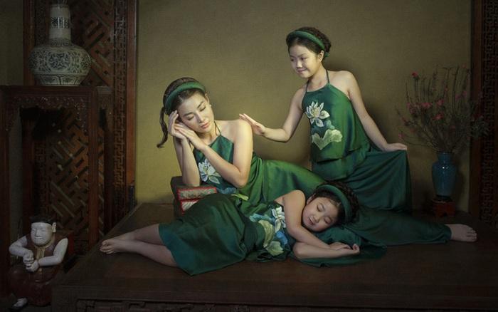 Diễn viên Thanh Hương cùng hai con gái diện yếm đào