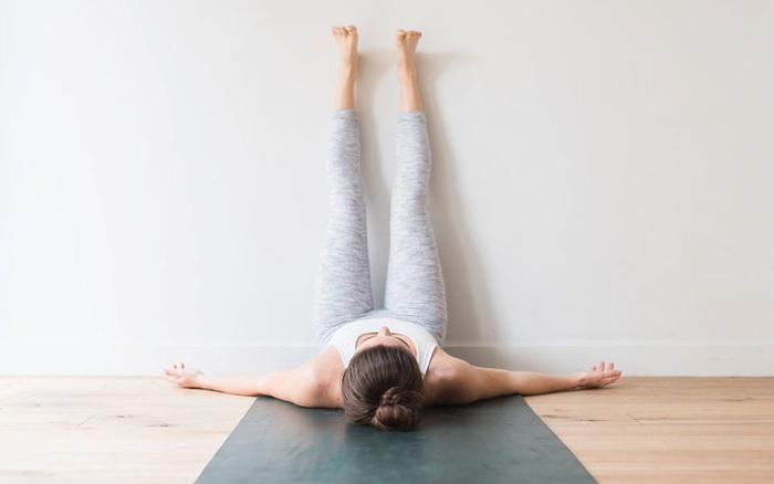 Tôi là một giáo viên yoga và đây chính là cách tôi làm mỗi ngày để giảm đau lưng