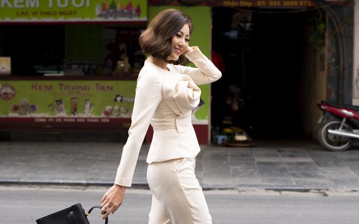 Thanh Hương mặc đơn giản vẫn nổi bật trên đường phố