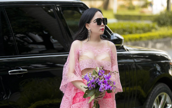 Phượng Chanel liên tục gây chú ý với gu ăn mặc