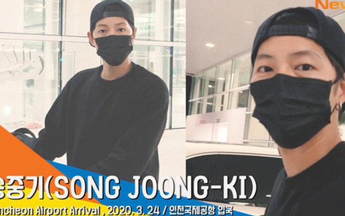 Song Joong Ki chính thức lộ diện tại sân bay, cùng ekip 100 người cách ly 2 tuần sau khi từ Nam Mỹ về vì...