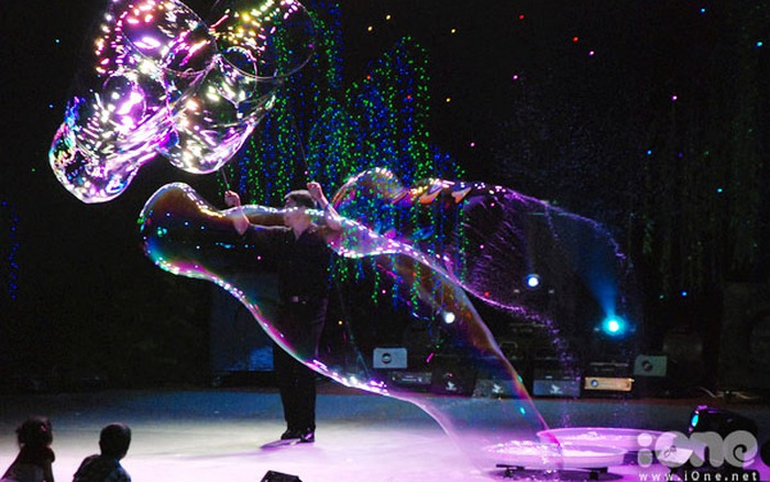Tròn xoe mắt với thế giới bong bóng kỳ ảo của phù thủy Fan Yang