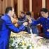 Áo tơ tằm Tổng thống Trump và lãnh đạo APEC mặc dự tiệc có gì đặc biệt